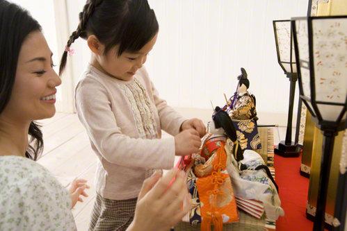 いまどきのひな祭りはケーキが主流?桃の節句の祝い方の実態とは   nanapi [ナナピ]