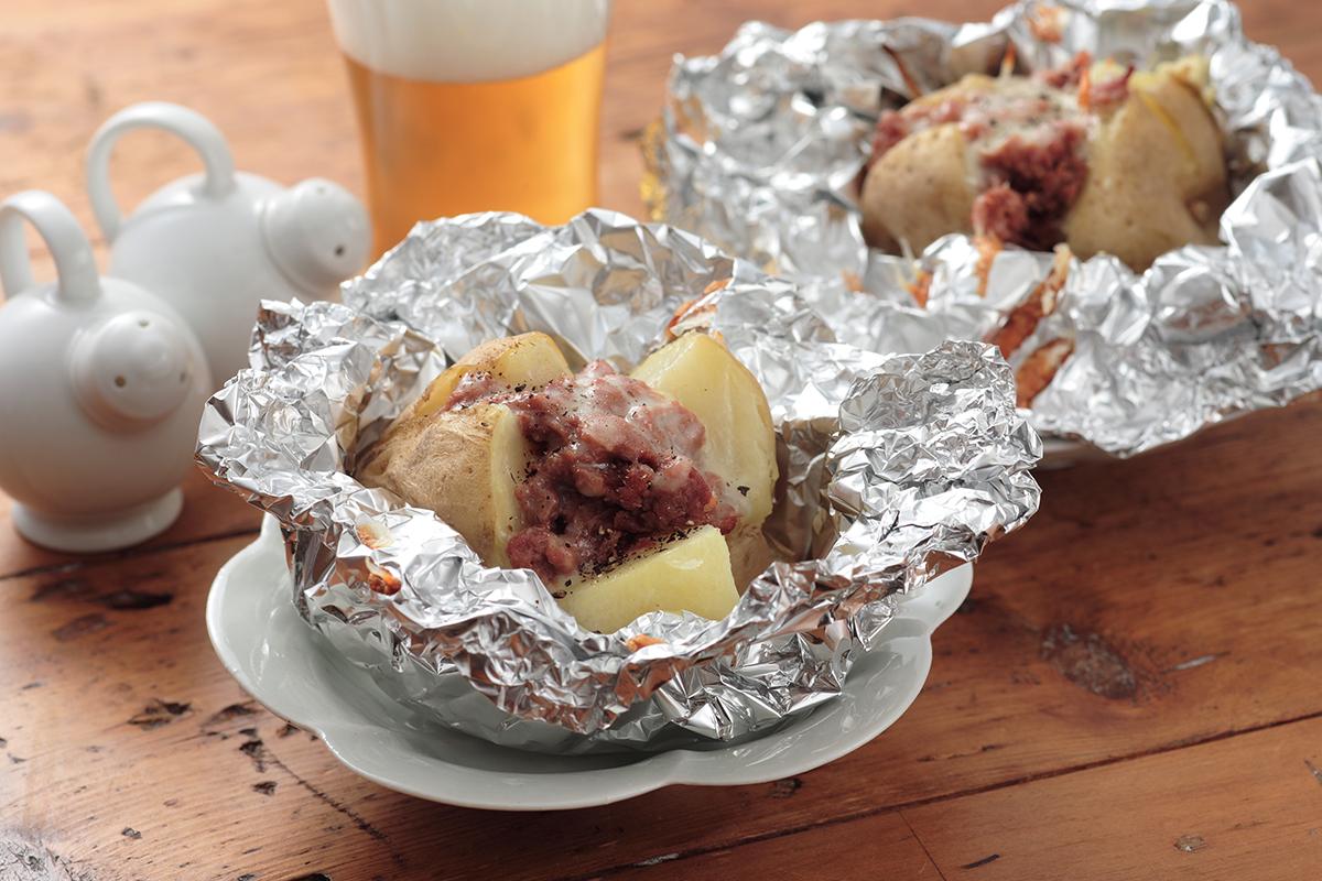 ジャガイモコンビーフのホイル焼き | ズバうま!おつまみレシピ | アサヒビール