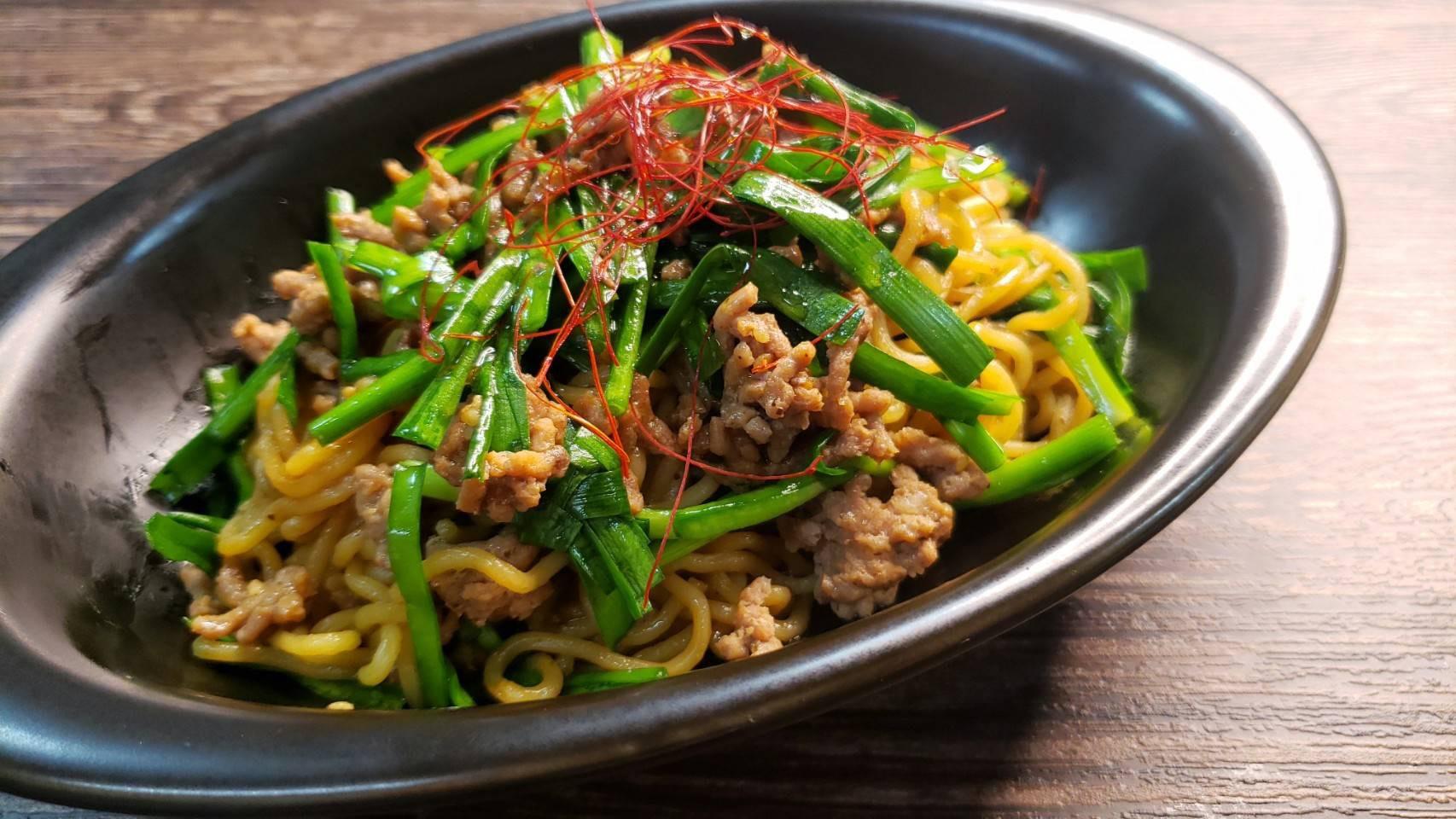 料理のおにいさん・リュウジの爆速レシピ「レンジで台湾風焼きそば」焼き肉のタレでチンするだけで超旨い